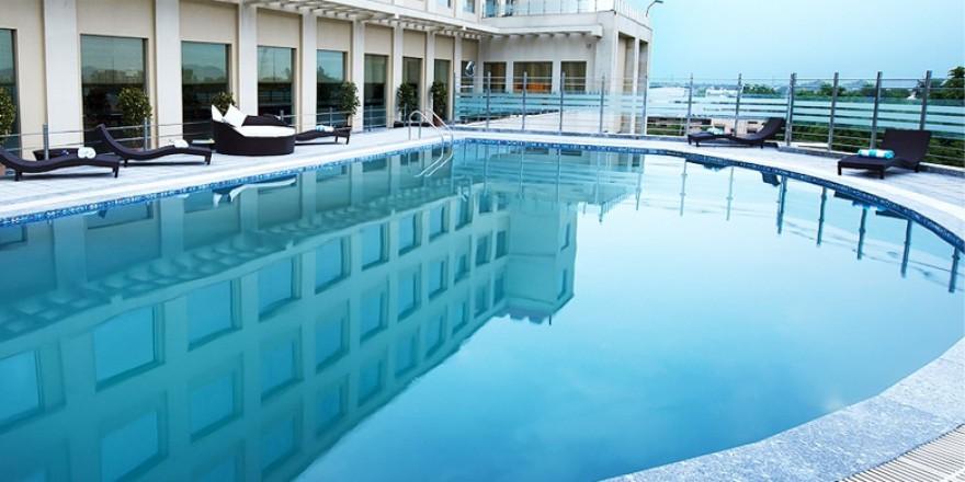 Ramada Neemrana Hotel-Ultra-luxury Swimming pool
