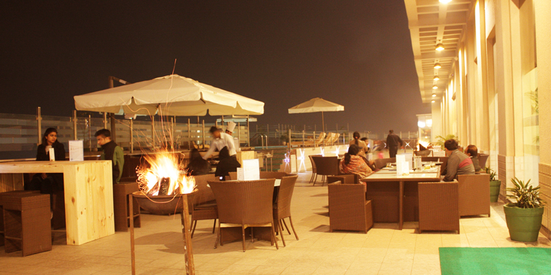 Cafe-Blue-Poolside-Dining-Restaurant-at-Ramada-Neemrana
